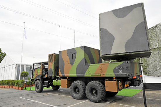 الأسلحة المضادة للدبابات الإسرائلية/ رعب الدبابات العربية  - صفحة 4 Cobra_artillery_locating_device_b
